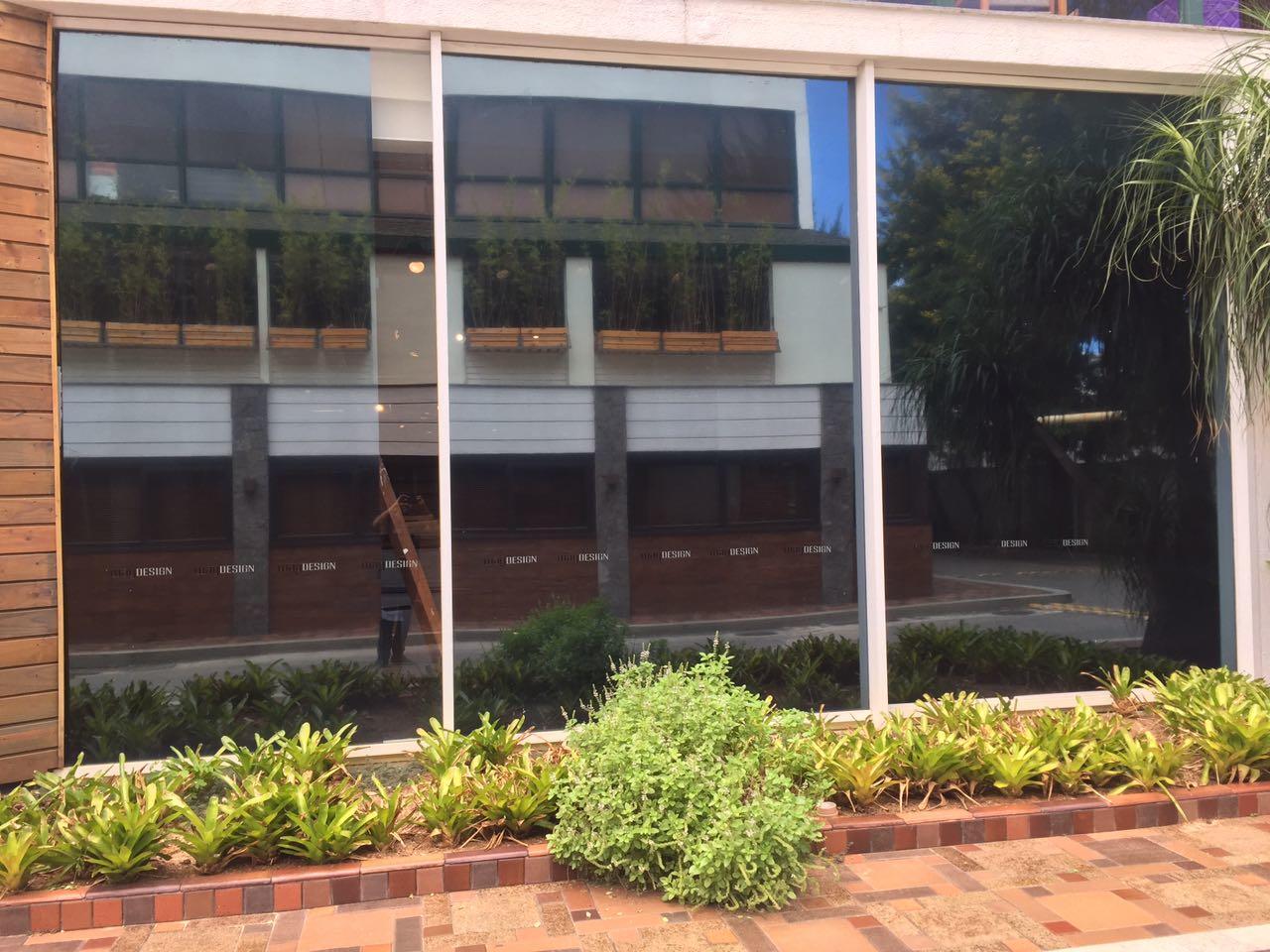 Instalação de insulfilm espelhado em Centro Empresarial